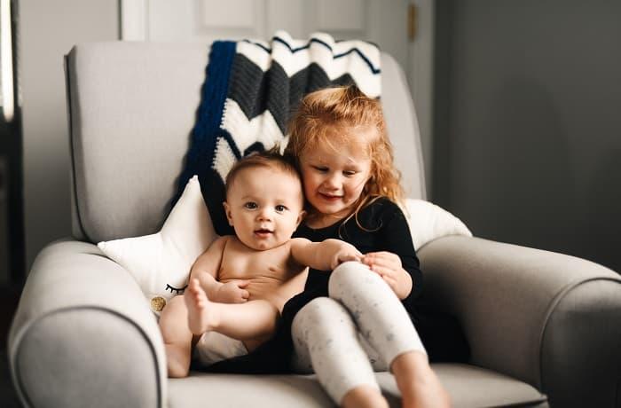 Idée photo de naissance frère et soeur